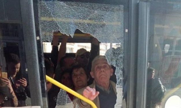 У Львові натовп пасажирів розтрощив двері в автобусі