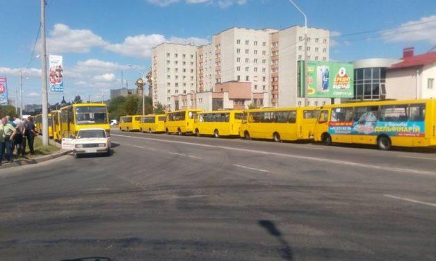 Перевізники хочуть запровадити безготівкову оплату у львівських маршрутках