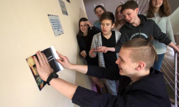 Діти розвісили мотиваційні плакати в одній із шкіл Сихова