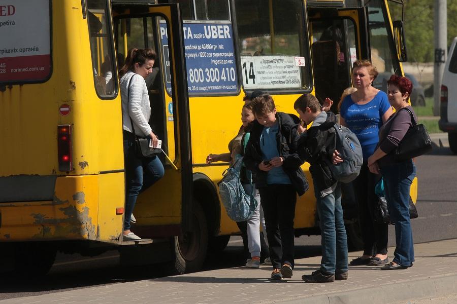 Міська рада пропонує підняти вартість проїзду у маршрутках до 8 гривень