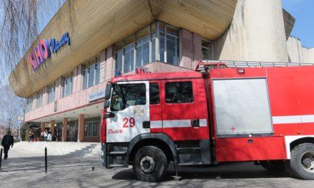 Центр Довженка на Сихові вимогам пожежної безпеки не відповідає. ФОТО