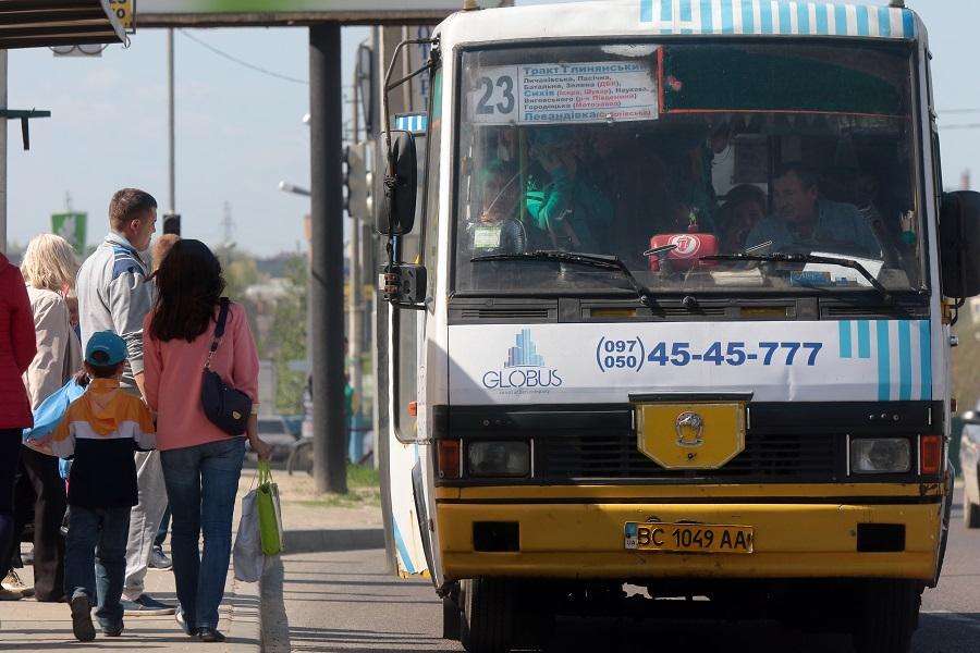 Сихівчани просять внести зміни у курсування громадського транспорту