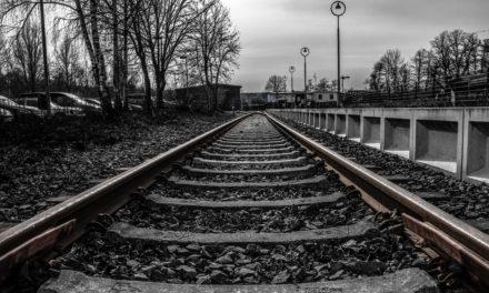 На Львівщині під потяг потрапили три людини, з них двоє – загинули