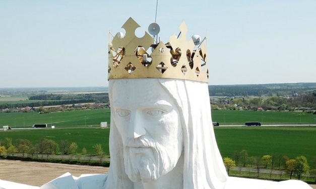 Статуя Ісуса у Польщі роздає інтернет