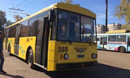 На час Великодніх свят у Львові курсуватиме більше транспорту до кладовищ