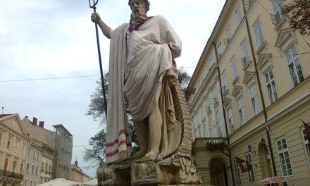 Завтра львівські скульптури одягнуть у вишиванки