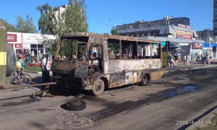 На «Санта-Барбарі» вщент згоріла маршрутка (фото)