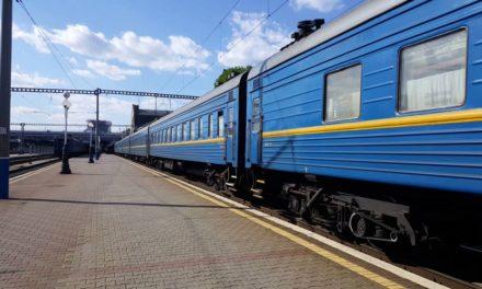 «Укрзалізниця» встановила термінали для оплати квитків карткою