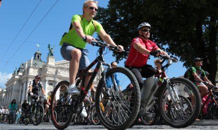 У Львові понад тисяча велосипедистів проїхали містом у рамках всеукраїнської акції. Фоторепортаж