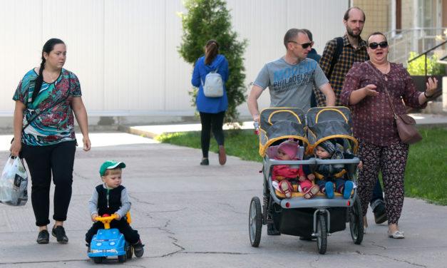 """Коли при народженні дитини українські сім'ї отримуватимуть """"бейбі-бокси""""?"""
