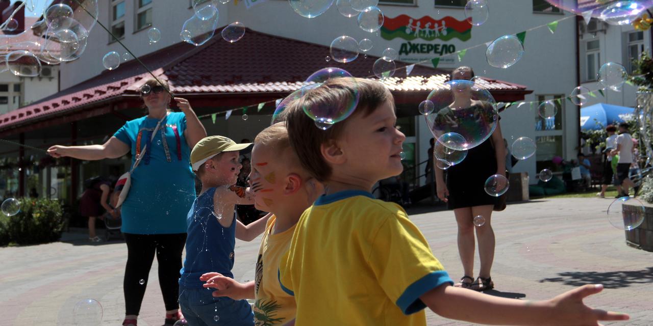 Як у «Джерелі» малеча святкувала дитяче свято (фоторепортаж)