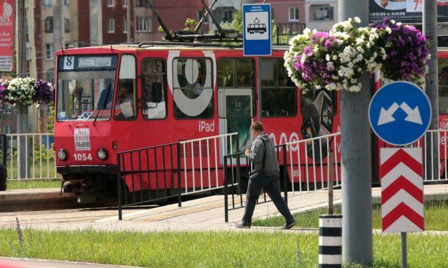Трамвай № 8 кілька днів курсуватиме до першої години ночі