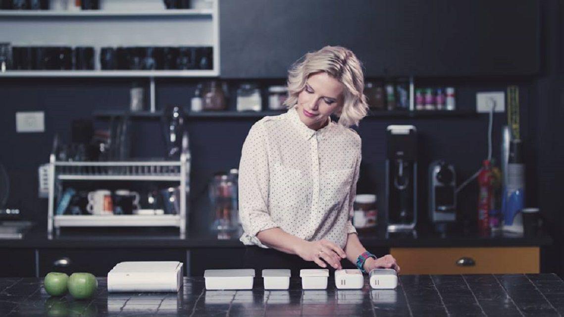 Український стартап створив прилад, який є піччю, холодильником і соковитискачкою