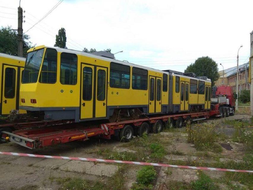 Львів закупив вживані німецькі трамваї. Їх двері не відчиняються на міських зупинках