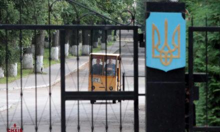Директора Львівського бронетанкового заводу звільнили. До цього працівники влаштували пікет