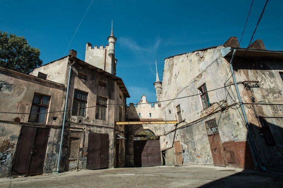 Перформанс і вечірка: у Львові стартувала мистецька подія на Jam Factory