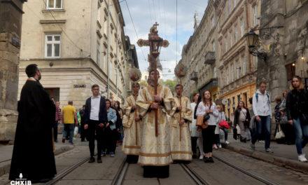 У Львові тисячі вірян долучилися до молитовної ходи. Фото