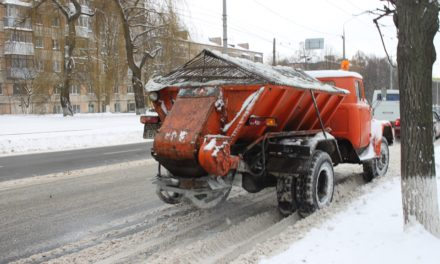 У Сихівському районі працювали 5 одиниць техніки для посипання доріг