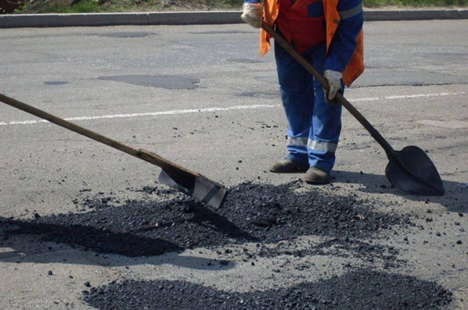 Компанії, які мали ремонтувати дороги на Сихові, оштрафували на 168 тисяч