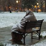 Львів'ян просять приносити теплий одяг для бездомних