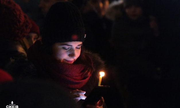 Вифлеємський вогонь миру принесуть у 85 храмів Львова