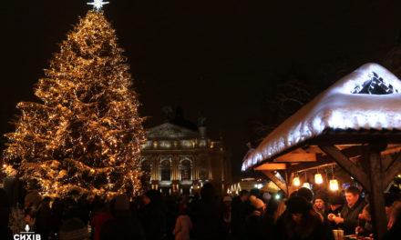 Як у Львові відкривали головну ялинку міста (фоторепортаж)