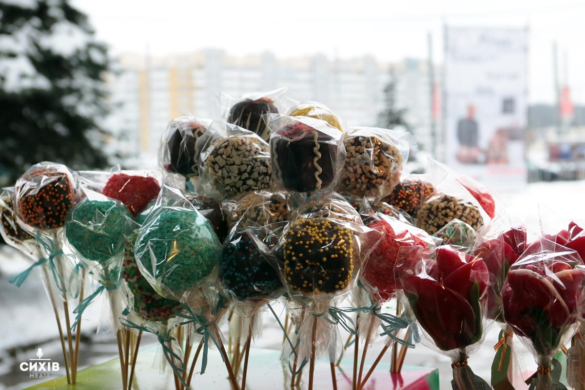 Різдв'яний ярмарок біля центу Довженка, Сихів,14 грудня 2018