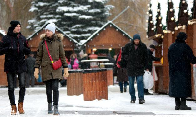 Біля Центру Довженка запрацював різдвяний ярмарок (фото)