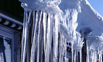 Як вберегтися від падіння снігу і бурульки на голову. Поради