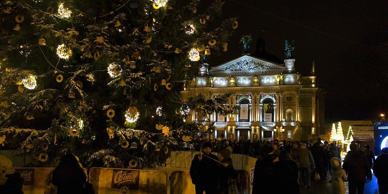 Сьогодні відкриють головну ялинку Львова