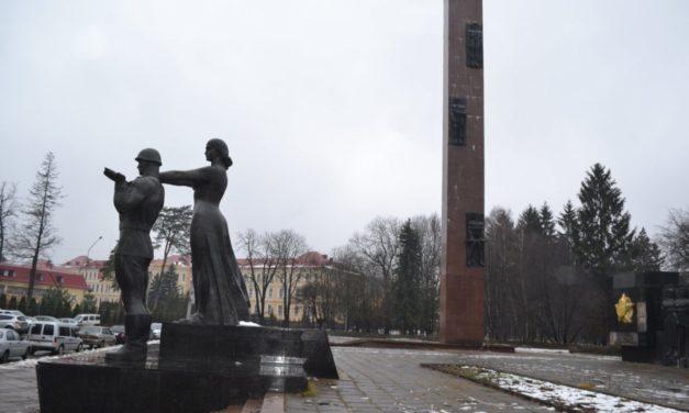 У Львові розпочинають демонтаж стели Монументу слави