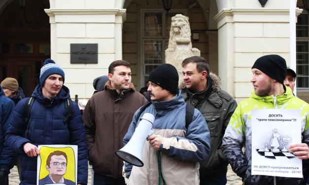 На протест проти підвищення цін на проїзд вийшли кілька десятків львів'ян