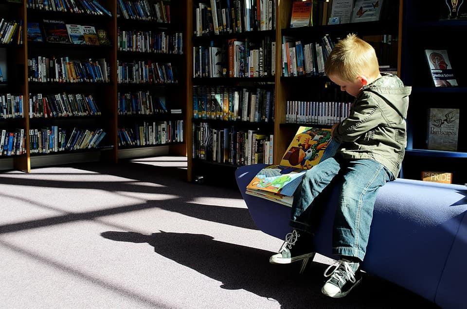 Львів'ян просять допомогти створити бібліотеки у дитячих лікарнях