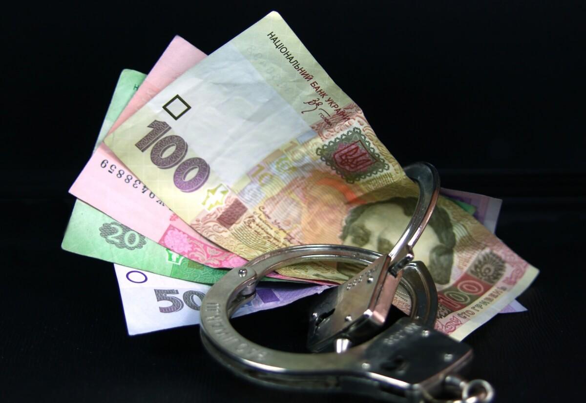 Чиновника, якого затримали на хабарі, відсторонили від посади в ЛМР