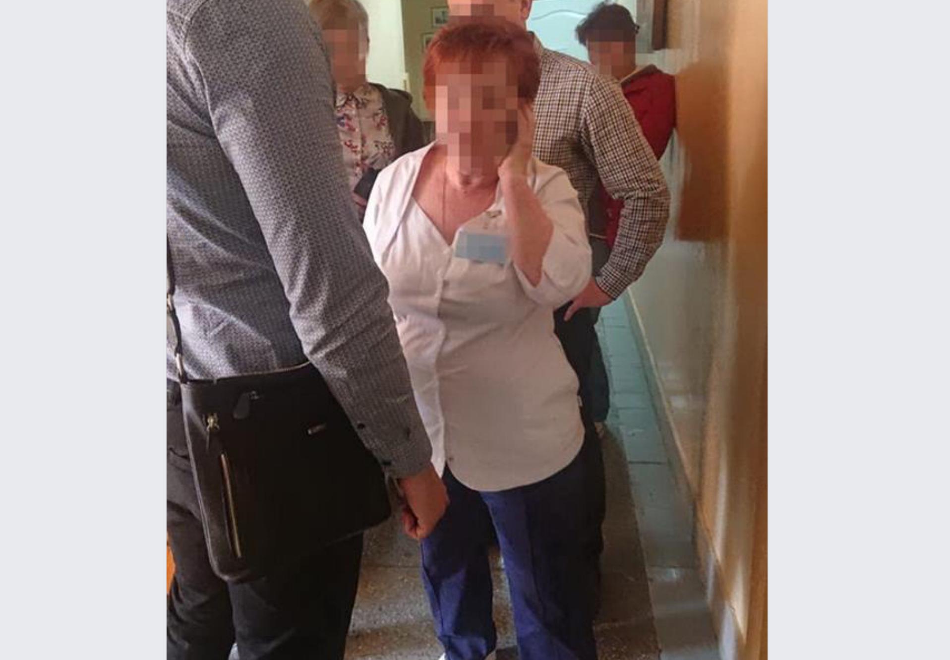 Фахівця дитячої лікарні Львова затримали на хабарі