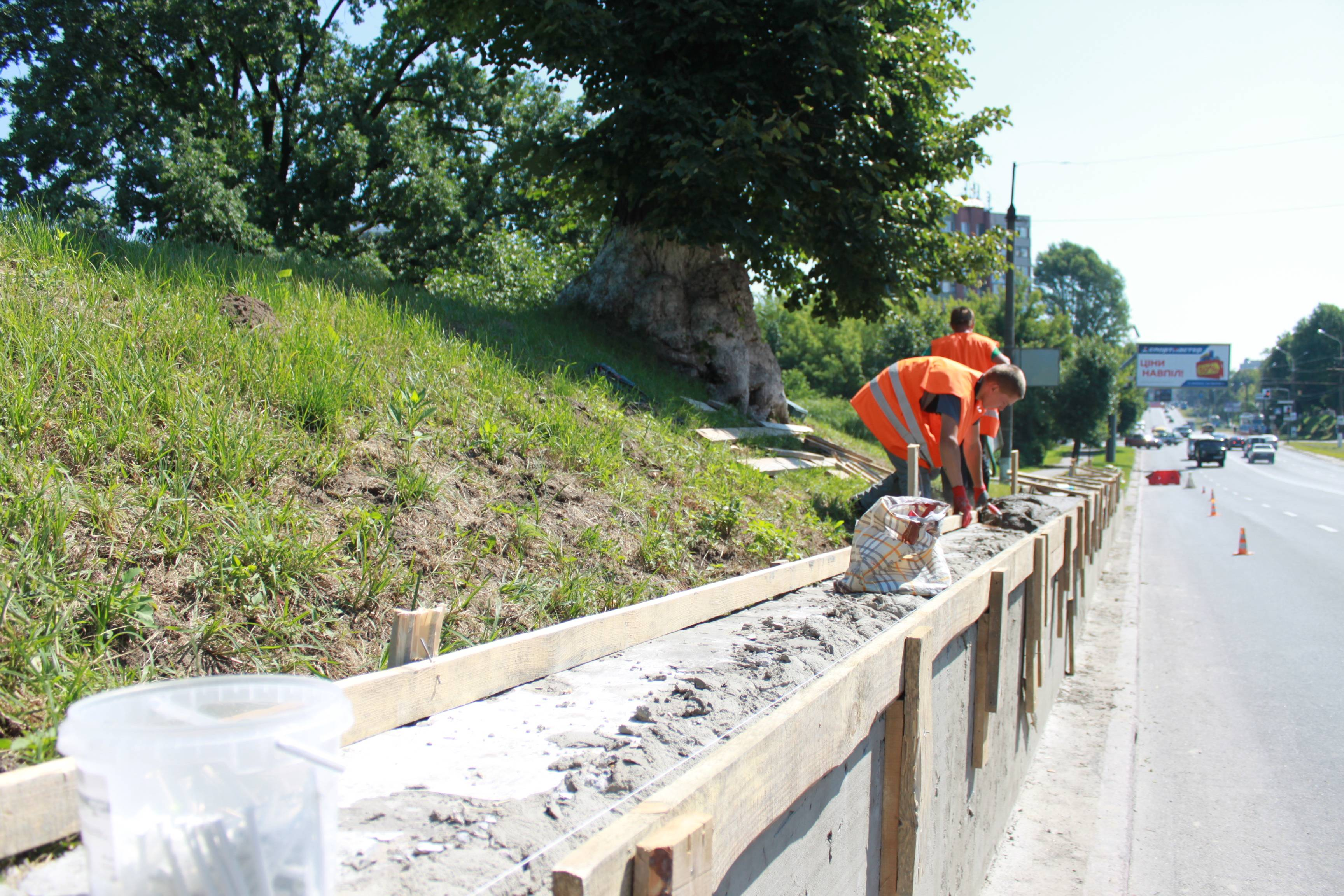 На Тернопільській і Хуторівці відремонтують підпірні стінки