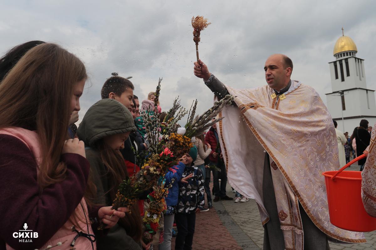 Як сихівчани вербу святили (фоторепортаж)