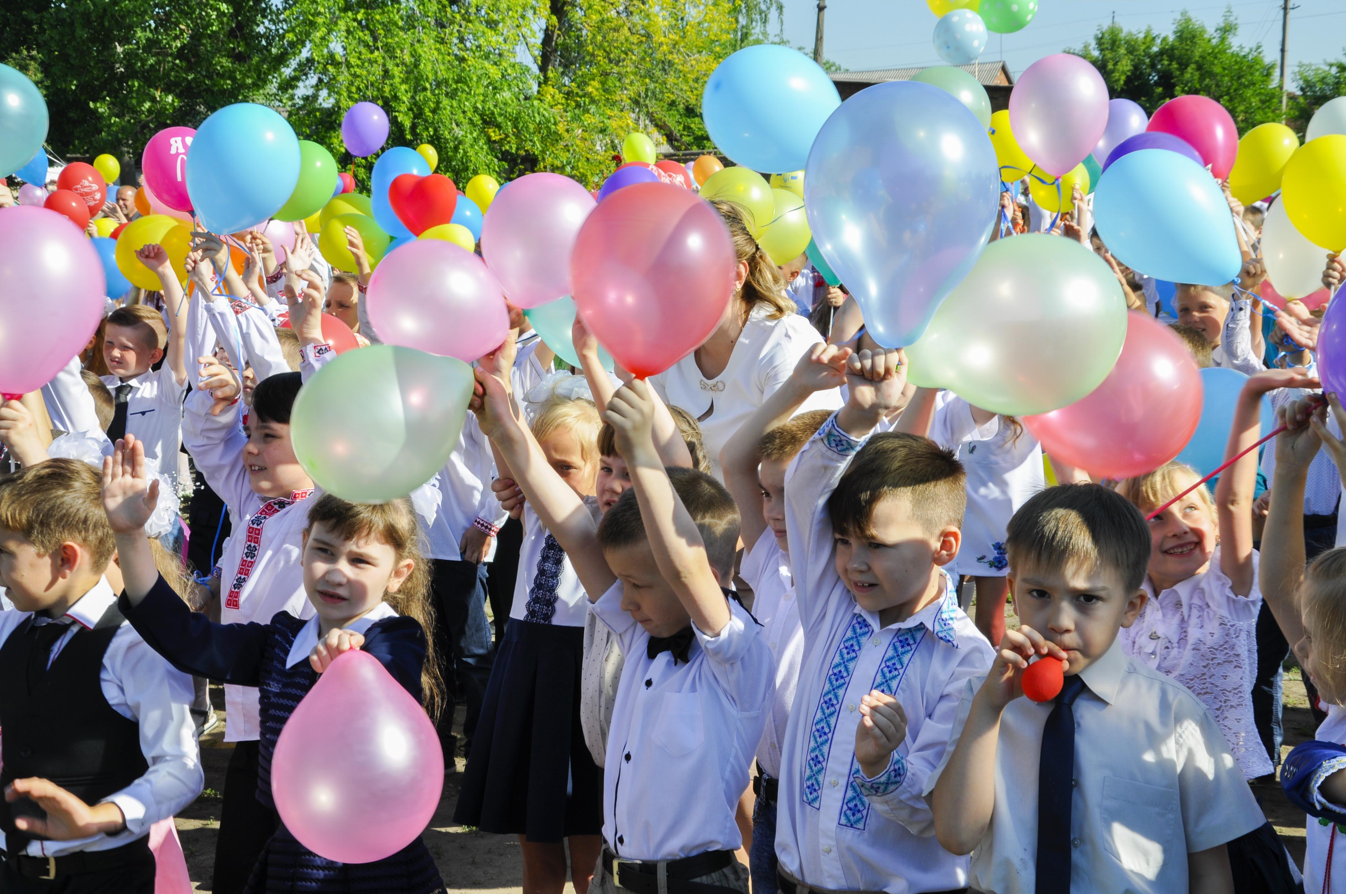 Сихівські школи закликають відмовитися від повітряних кульок на останній дзвоник