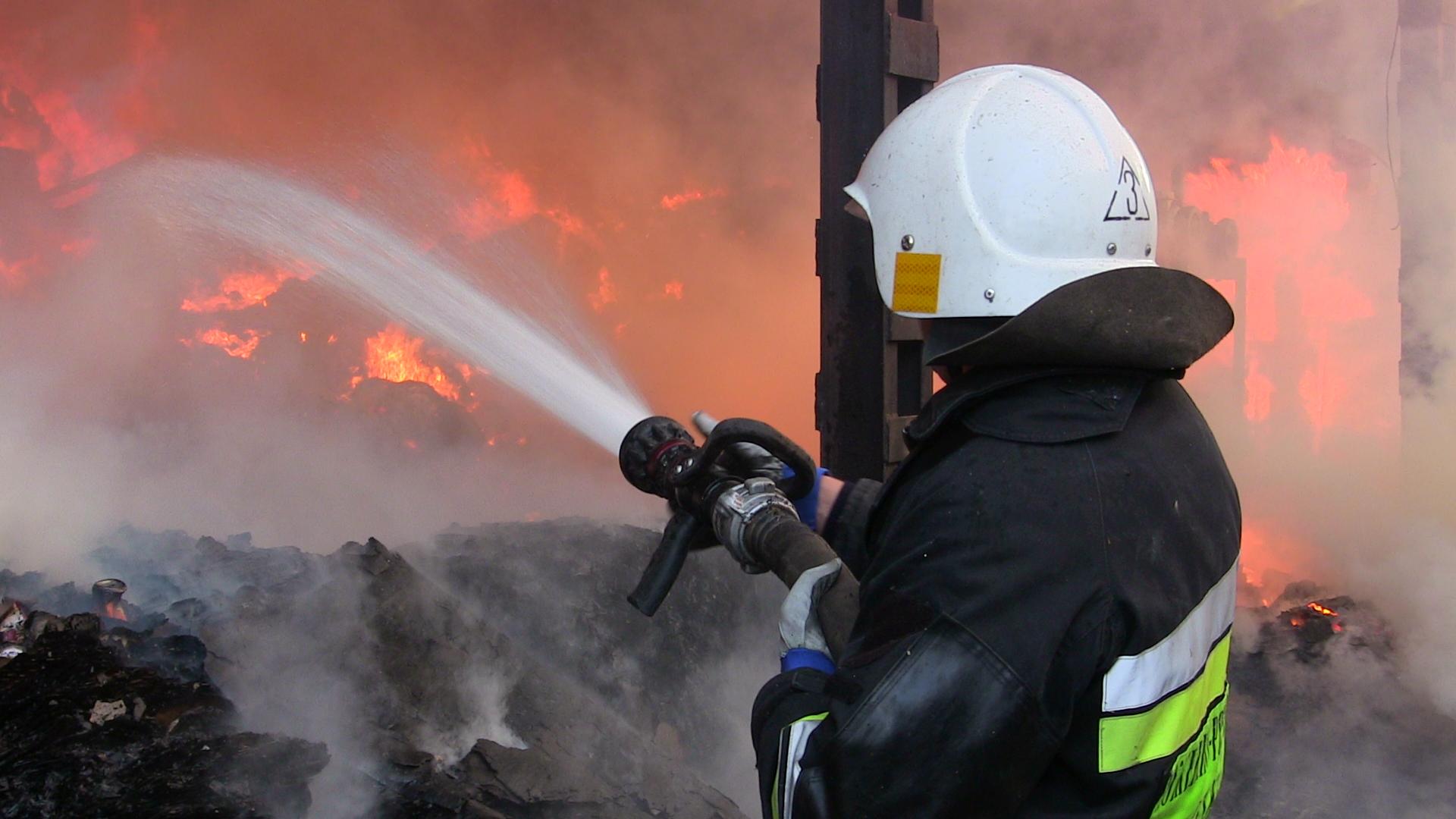 На Сихові сталася пожежа в кафе «Візит» (відео)