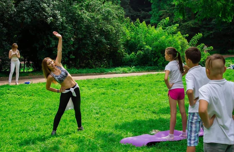 Оздоровча гімнастика, дискусії та лекції: біля Центру Довженка відбудеться фестиваль для сімей