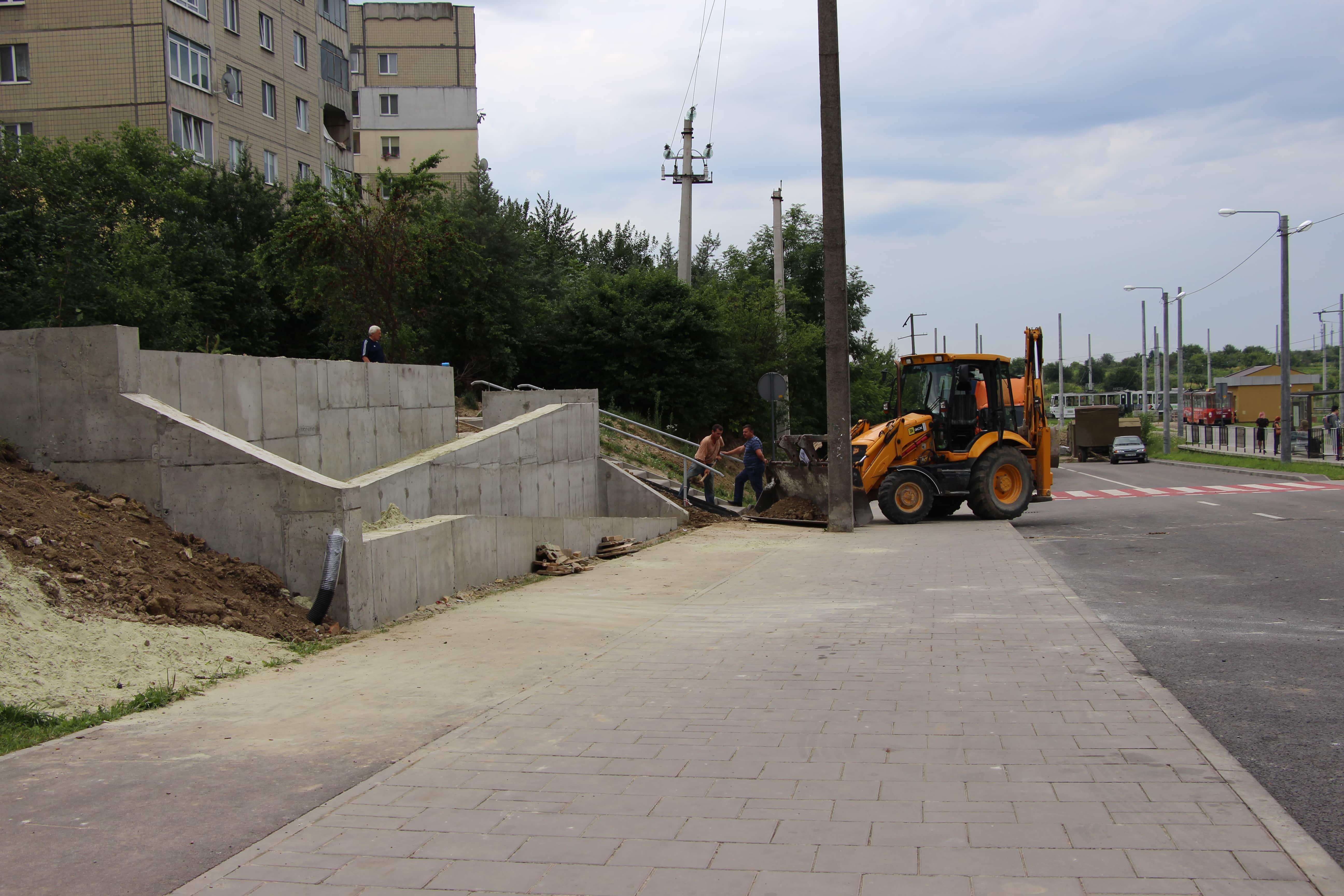 Кінець епохи болота: На вул. Вернадського реконструюють алею