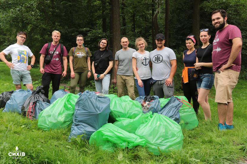 У парку Івана Павла ІІ знов зібрали понад 35 мішків сміття