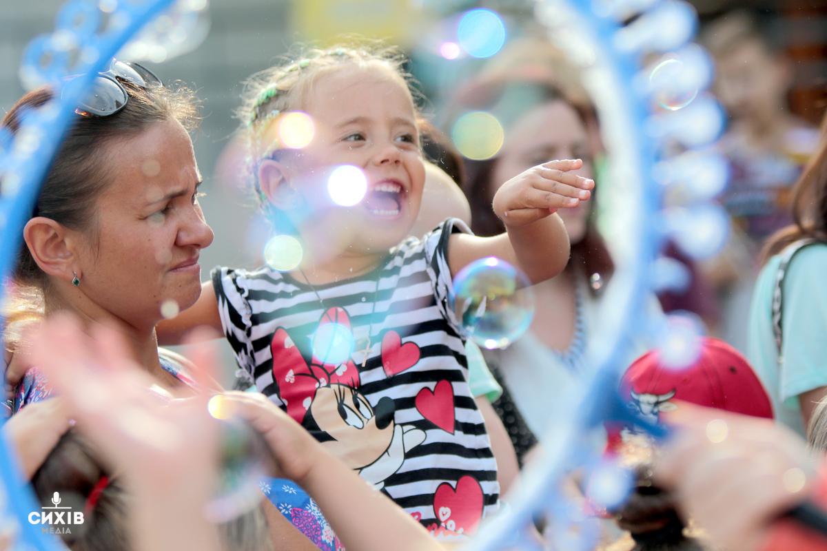 Майстер-класи, танці та конкурси: як пройшло Дитяче свято на Сихові (фоторепортаж)