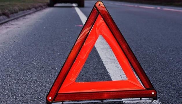 На вулиці Хуторівка під колесами автомобіля загинула жінка