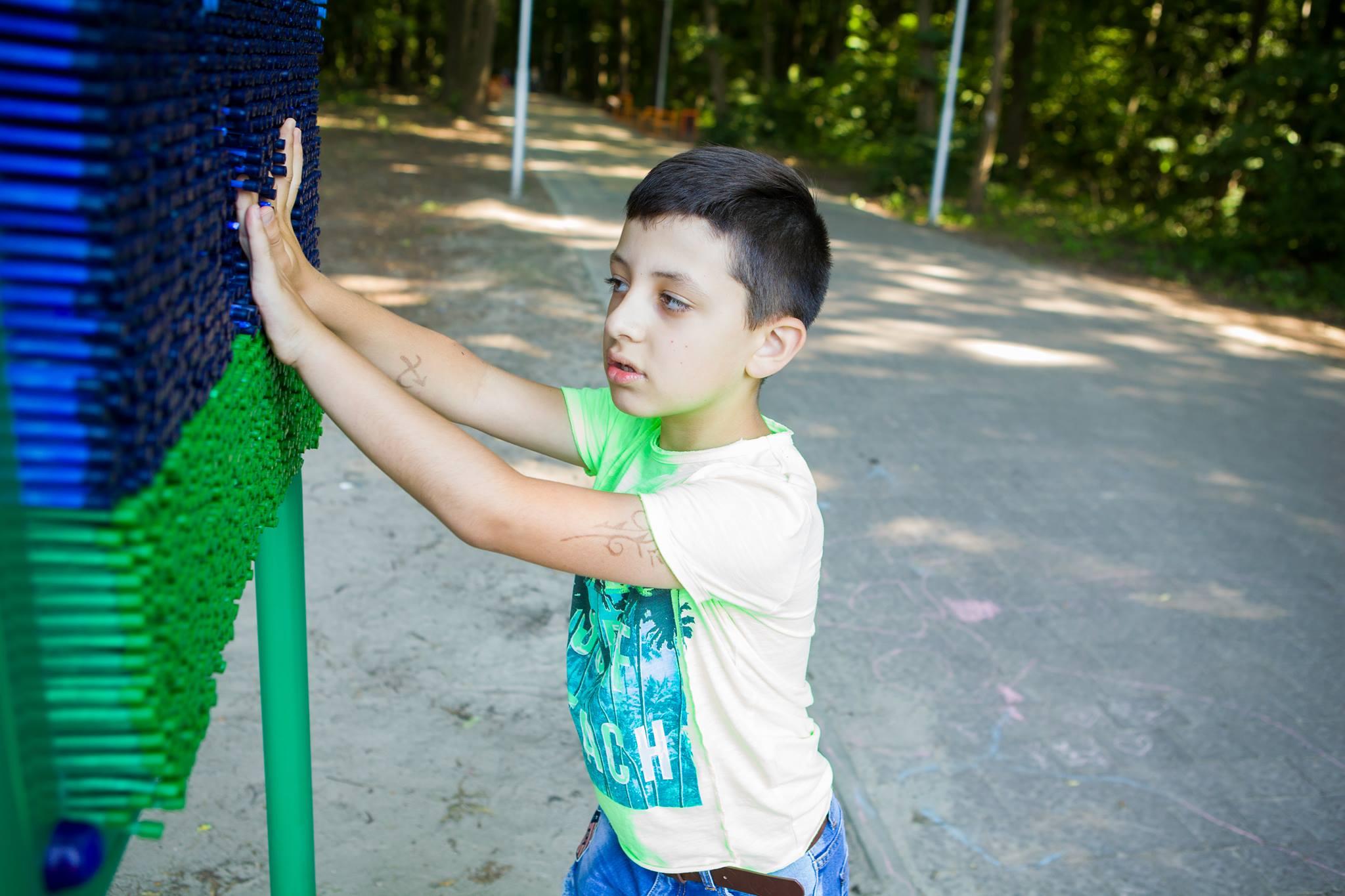 8-річному Олегу із Сихова успішно зробили перший етап операції