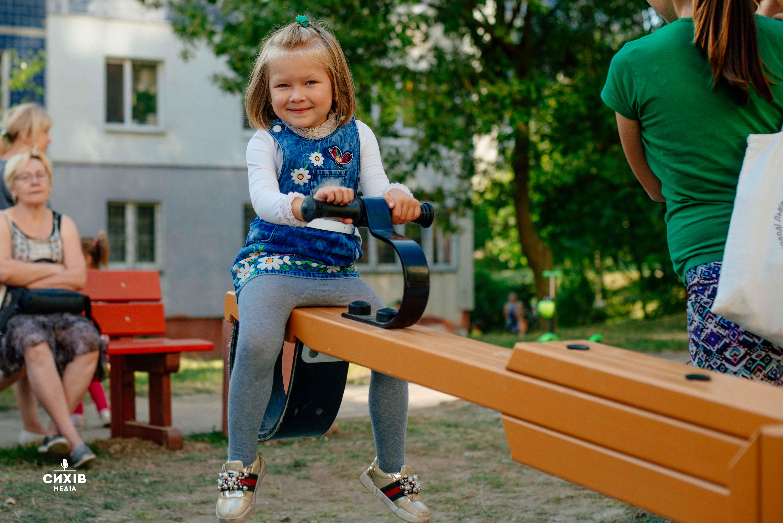На вулиці Драгана відкрили інклюзивний дитячий майданчик