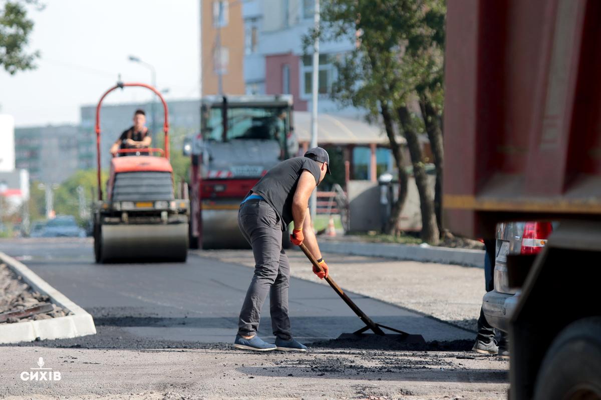 Завершується ремонт відрізку дороги біля парку Івана Павла II