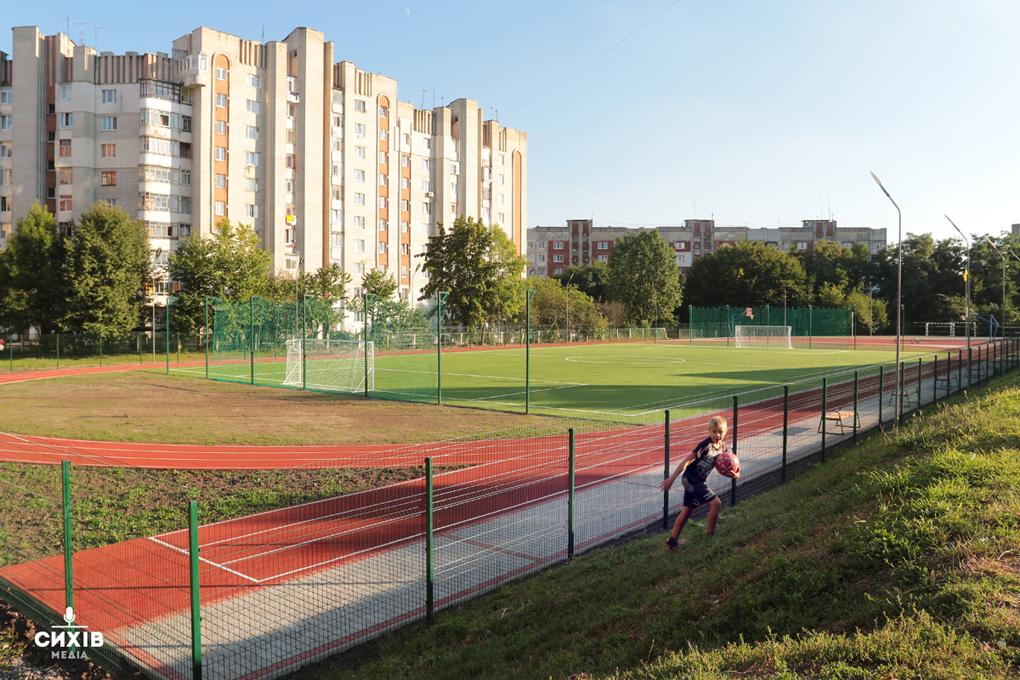 У Ліцеї «Сихівський» облаштували сучасний спортивний майданчик. Фото