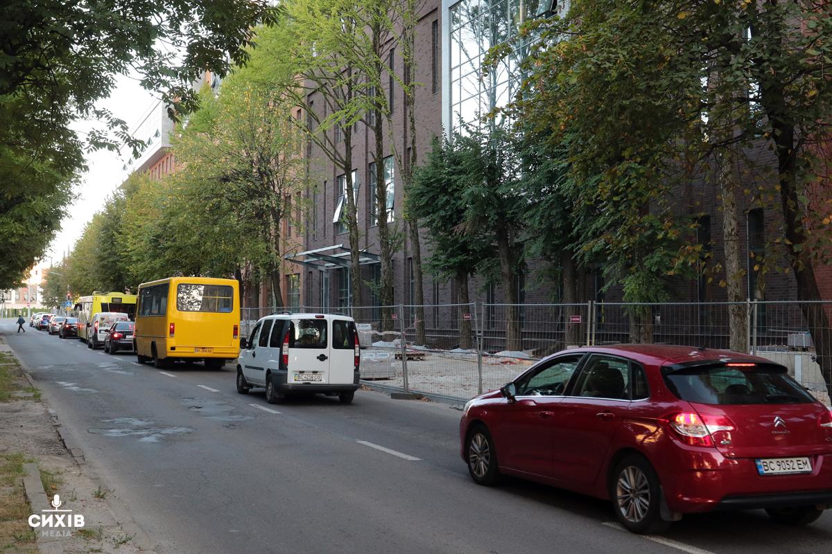 На вулиці Угорській облаштують велодоріжку та зупинку громадського транспорту