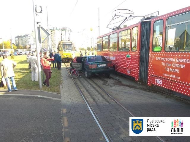 Через аварію трамваї №4 і №8 тимчасово курсують за скороченим маршрутом